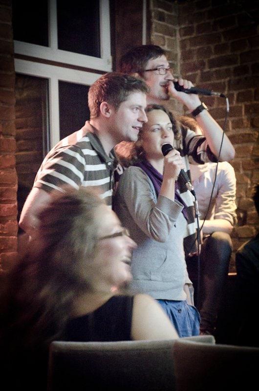 startnextteam_singt_fürs_comedyfestival_um_gelder_zu_sammeln.jpg